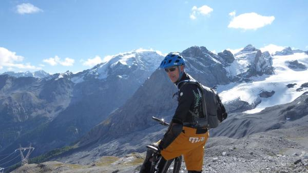 Tibet Trail biking over 3000